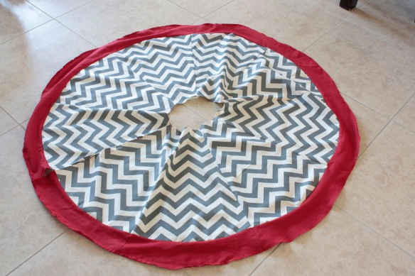 Chevron Tree Skirt Tutorial by The Smithocracy