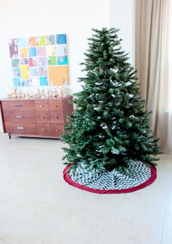 Chevron Tree Skirt Tutorial- by The Smithocracy